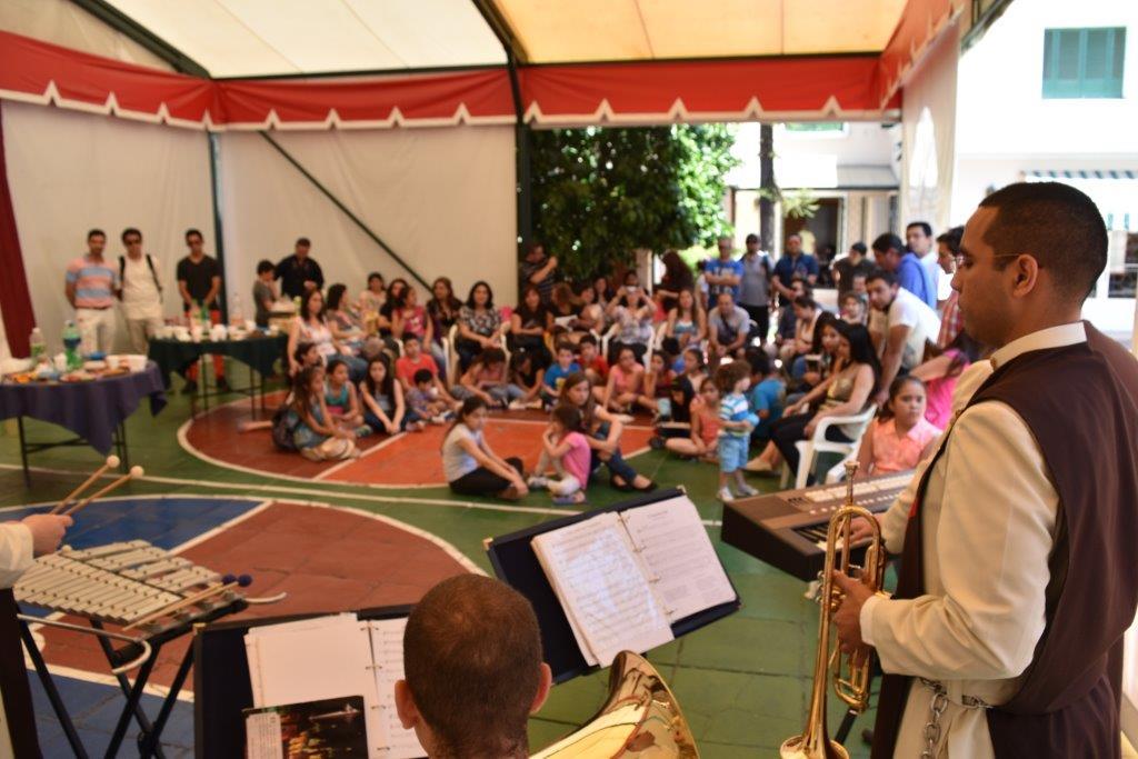Familias visitan Pesebre de Luz, Sonido y Movimiento en Santiago
